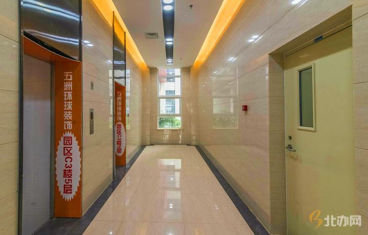 东亿国际产业园电梯