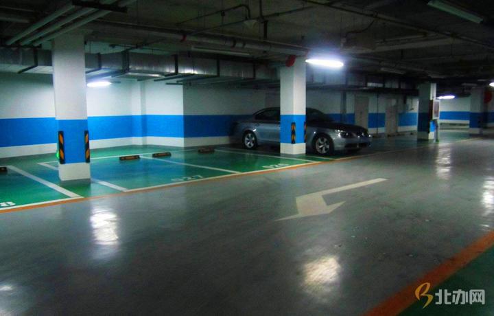 华文国际传媒大厦停车场