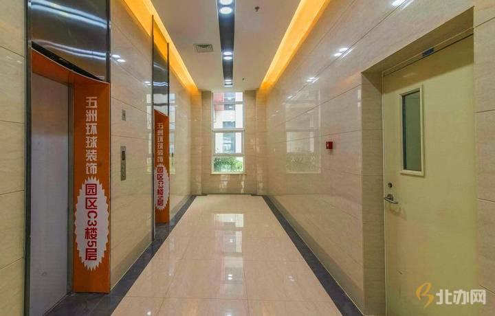 东亿国际传媒产业园走廊